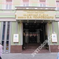Оформление входной группы нового здания Большого театра.