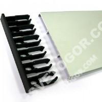 Пластиковые крепёжные заглушки и алюминиевый анодированный текстовой профиль