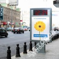 Уличный пилон сити-формата с часами